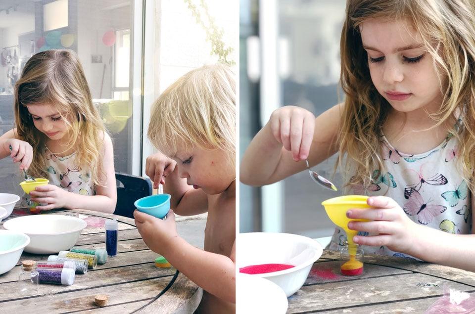 מכינים בקבוקוני קסם- פעילות מגניבה עם הילדים קייטנת אמא