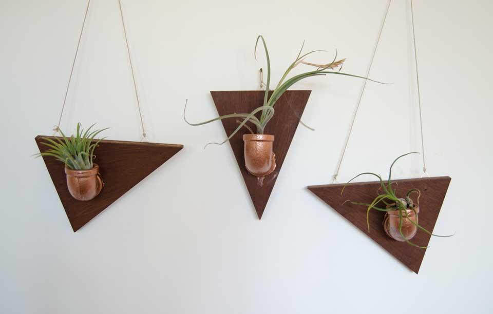 מתלים מצינורות זווית לצמחי אוויר