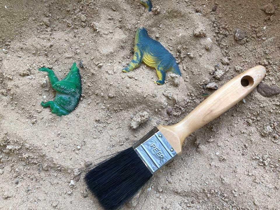 חפירה ארכיאולוגית- משחק חפירת דינוזאורים פעילות עם הילדים