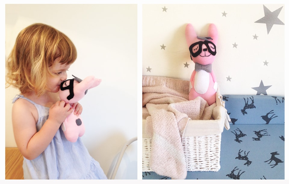 בובות גרב ומעיין עם הבובה החדשה שלה