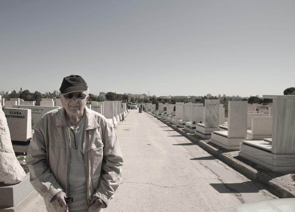 אבא שלי בבית הקברות