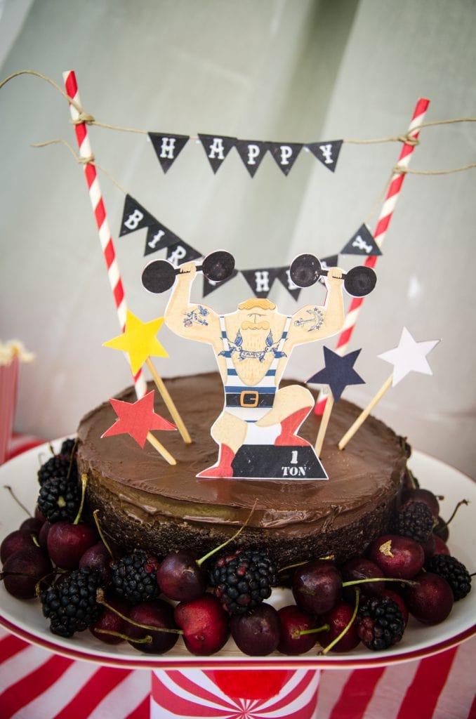 עוגת יומולדת קרקס עם קישוטי עוגה