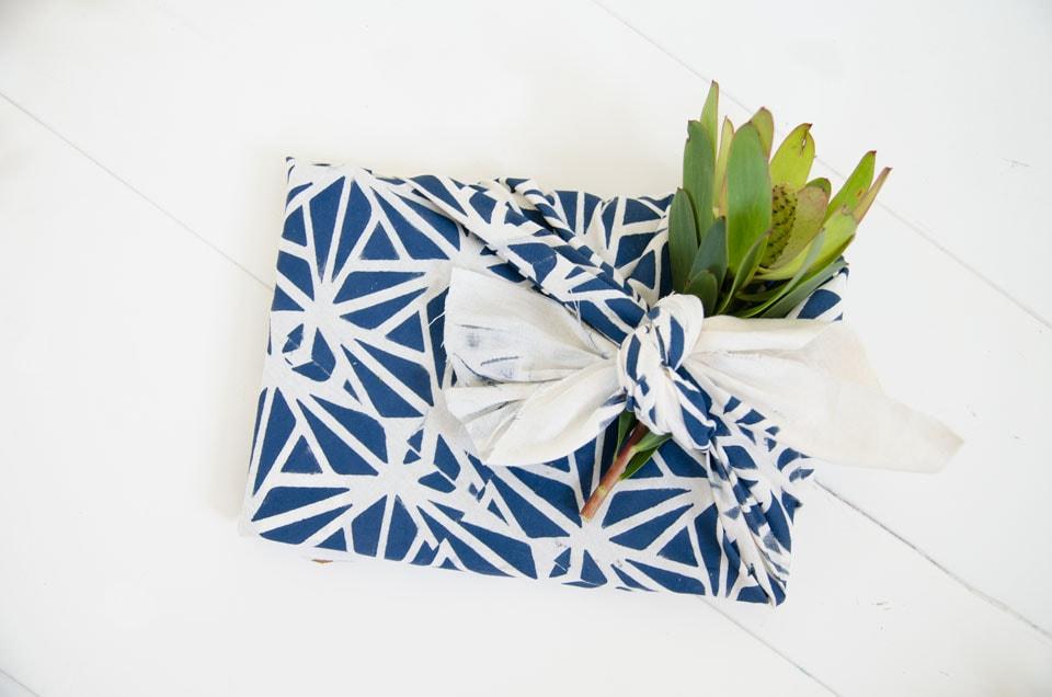 פירושיקי- טכניקה יפנית לאריזת מתנות בבד