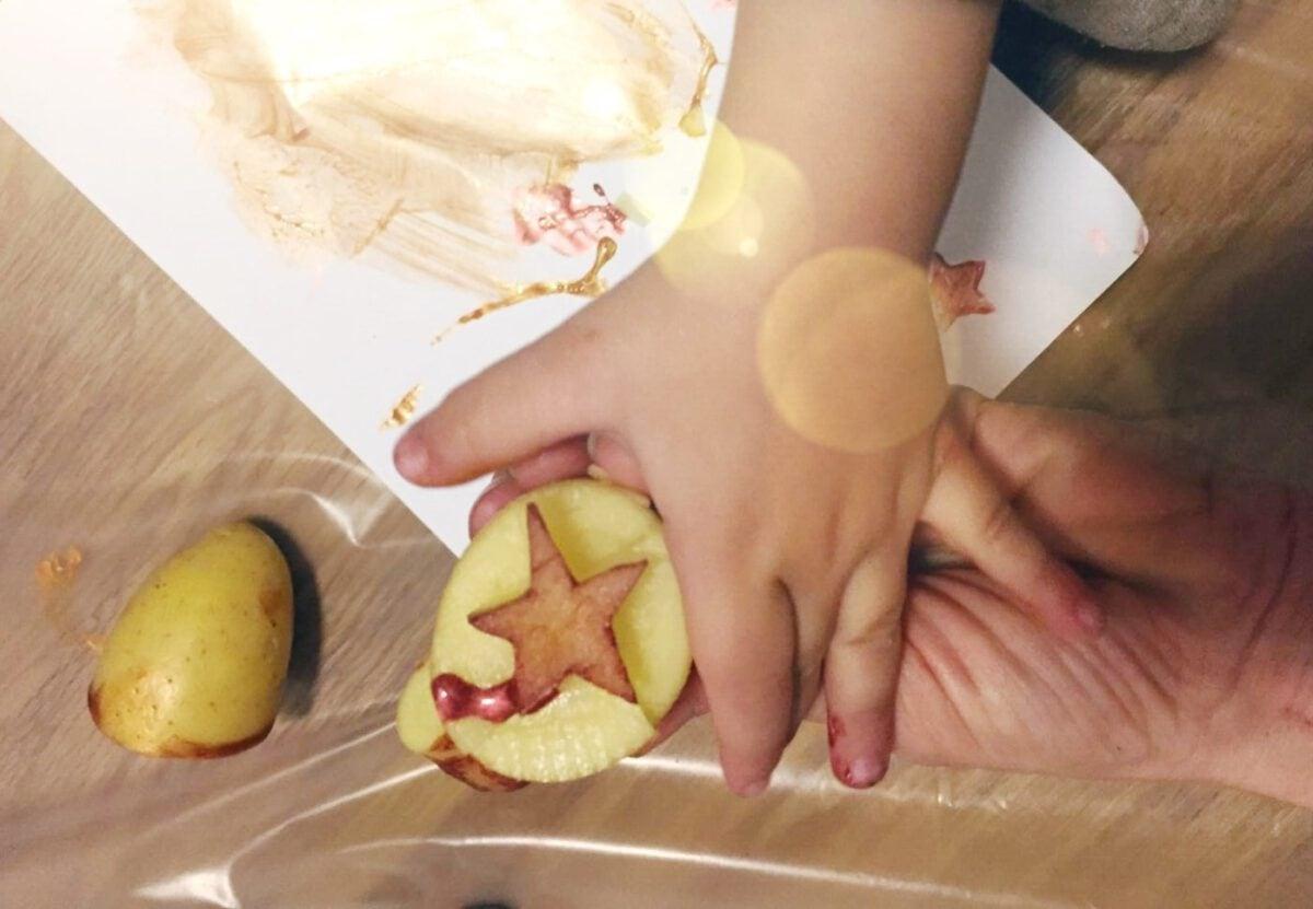 חותמת צבעים מתפוחי אדמה- רעיון לפעילות עם הילדים