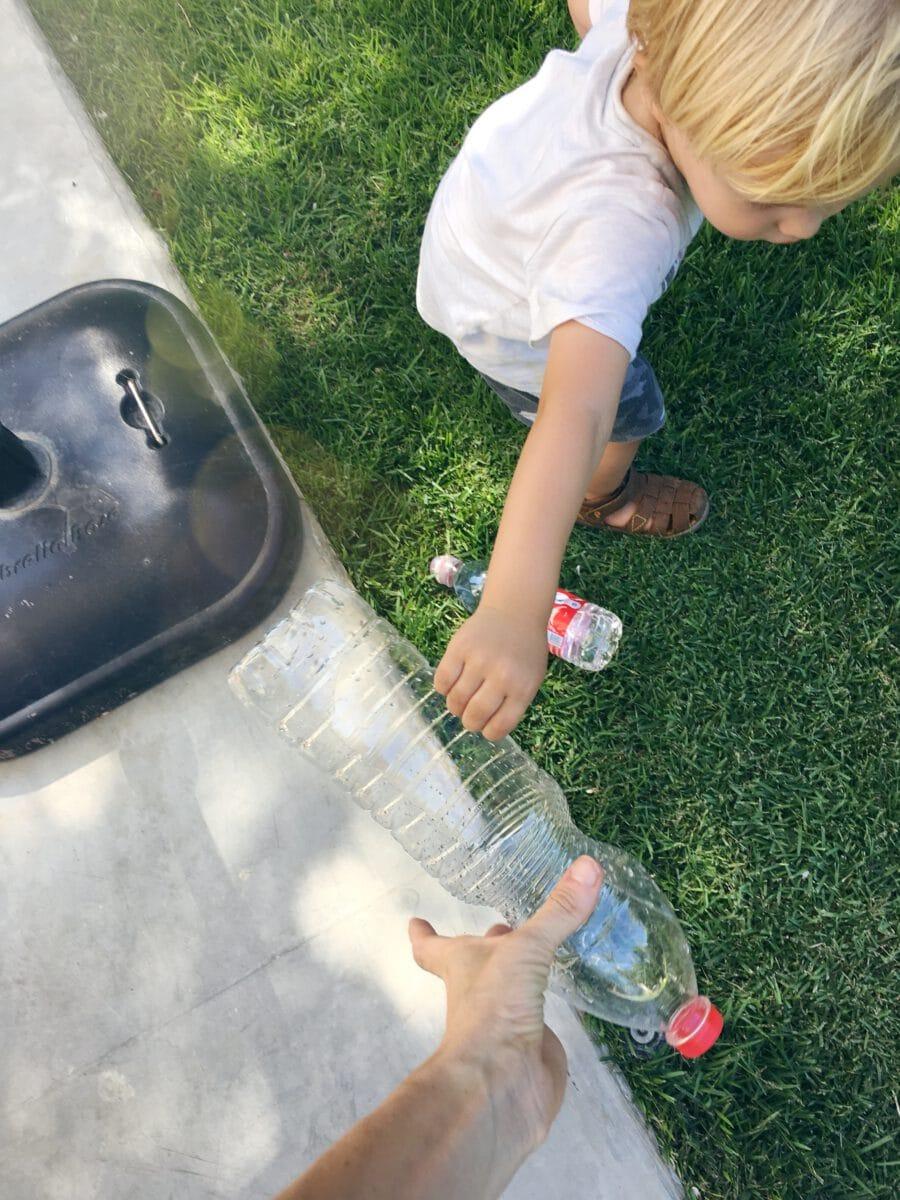 הדרכה להכנת מזרקת מים מבקבוקים ממוחזרים, פעילות עם הילדים לקיץ